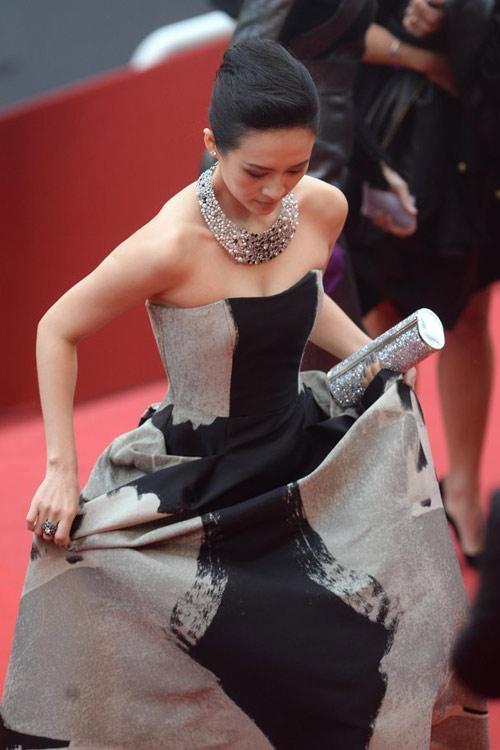 """Phạm Băng Băng """"chơi trội"""" tại Cannes - 10"""