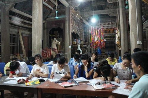Lớp luyện thi đêm miễn phí cho học sinh