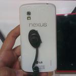 Nexus 4 màu trắng sẽ chạy Android 4.3