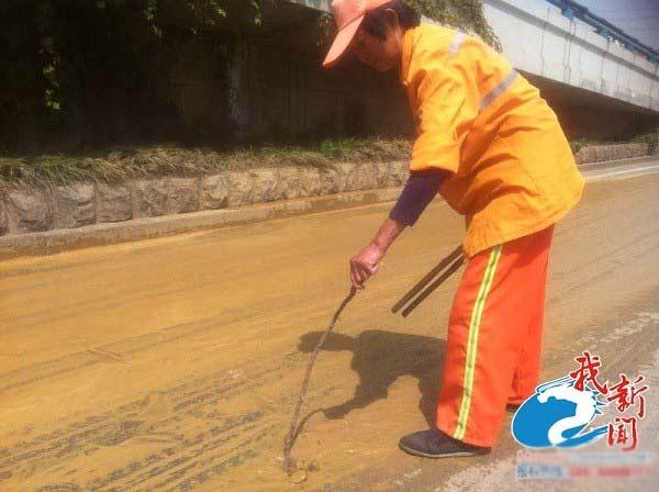 Đám bọt mùi hôi thối gây hoang mang ở Trung Quốc - 3