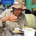 Tin tức trong ngày - Ấm bụng bữa cơm 2.000 đồng giữa Sài Gòn