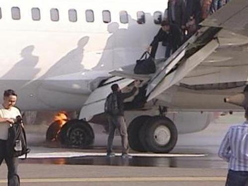 Nga: Máy bay vừa hạ cánh vừa cháy