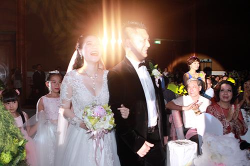 Mỹ Dung mang bầu vẫn làm cô dâu xinh - 12