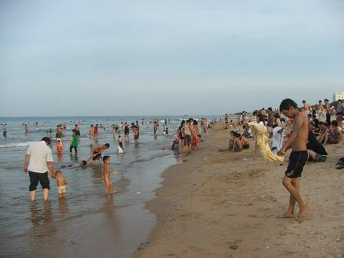 Tắm biển, 2 học sinh chết đuối - 1