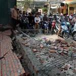 Tin tức trong ngày - Gió lớn làm đổ tường, 4 người thương vong