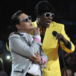 Psy là ca sĩ Hàn đầu tiên thắng Giải Billboard