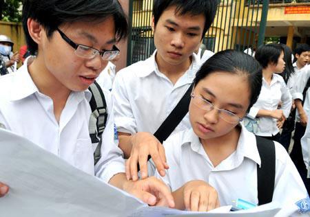 Trả giấy báo dự thi ĐH, CĐ cuối tháng 5 - 1