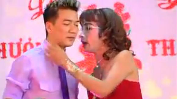 """Video: Mr. Đàm """"Xin lỗi tình yêu"""" ở đám cưới - 1"""