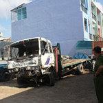 Tin tức trong ngày - Xe tải đối đầu, tài xế chết kẹt trong cabin
