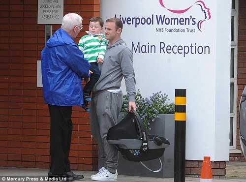Rooney hào hứng khoe con trai thứ hai - 5