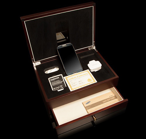 Galaxy S4 mạ vàng đầu tiên trên thế giới - 2