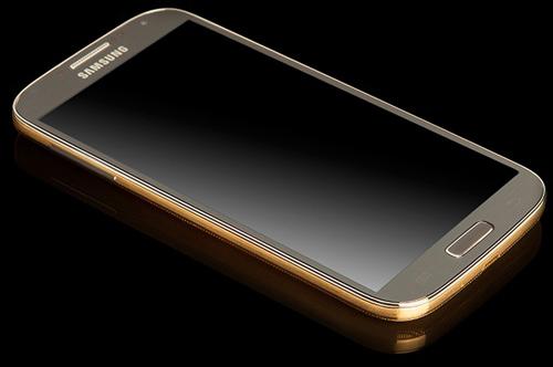 Galaxy S4 mạ vàng đầu tiên trên thế giới - 1
