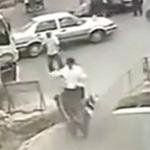 """Ô tô - Xe máy - Video: Tai nạn xe """"ngớ ngẩn"""" nhất"""