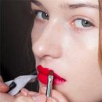 Làm đẹp - Các bước tô son che môi thâm hoàn hảo