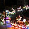 Hàng ngàn người đội mưa xem Đại lễ Phật đản