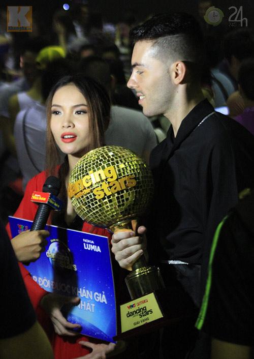 Yến Trang mừng vô địch ở quán bình dân - 3