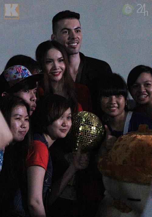 Yến Trang mừng vô địch ở quán bình dân - 4