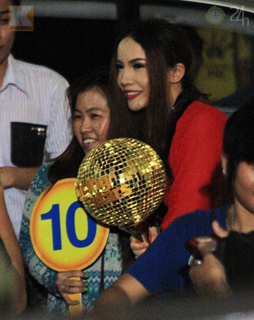 Yến Trang mừng vô địch ở quán bình dân - 6
