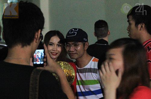 Yến Trang mừng vô địch ở quán bình dân - 7