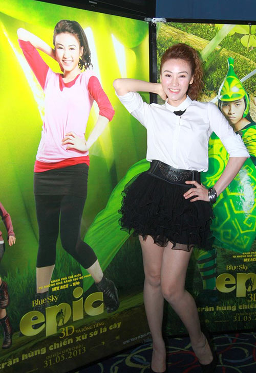 Kim Hiền đưa con đi xem phim với bạn trai mới - 6