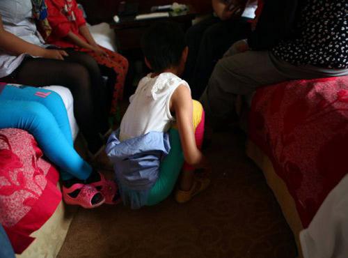 TQ: Thầy giáo cưỡng bức hơn 10 nữ sinh - 1