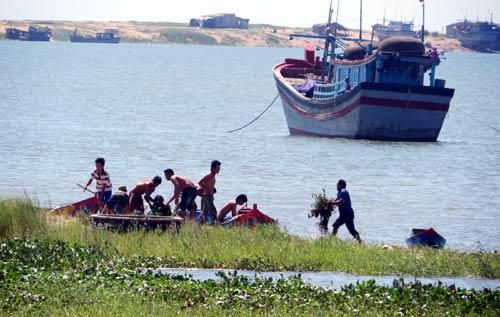 Phú Yên: Nữ cán bộ nhảy cầu tự tử - 1