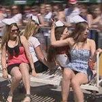 Phi thường - kỳ quặc - Video: Sinh viên Y thi đua... giường