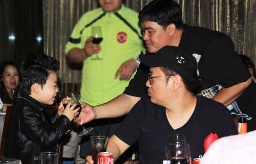 """Psy nhí """"chuốc rượu"""" Hoàng Mập - 12"""