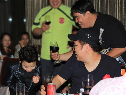 """Psy nhí """"chuốc rượu"""" Hoàng Mập - 14"""