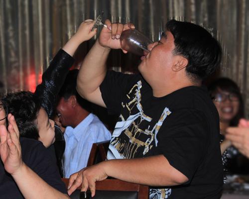 """Psy nhí """"chuốc rượu"""" Hoàng Mập - 15"""