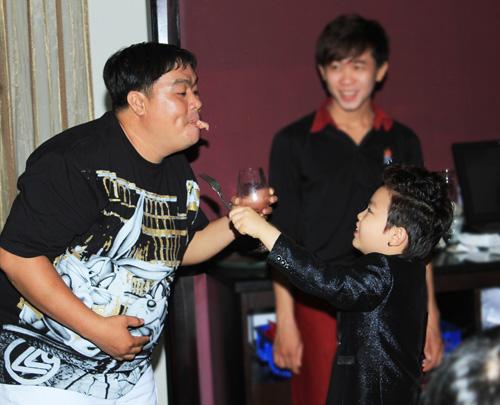 """Psy nhí """"chuốc rượu"""" Hoàng Mập - 16"""