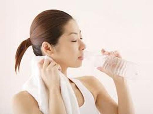 Cách chăm sóc sức khỏe ngày nắng nóng - 1