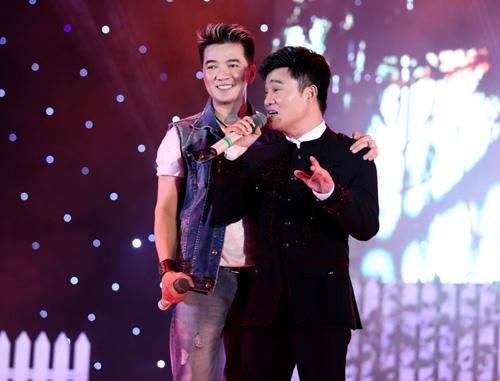 Lâm Chí Khanh ôm Mr. Đàm không rời - 12