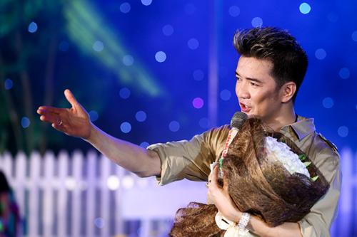 Lâm Chí Khanh ôm Mr. Đàm không rời - 18