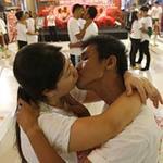 Phi thường - kỳ quặc - Video: Những nụ hôn kéo dài tới 3 ngày