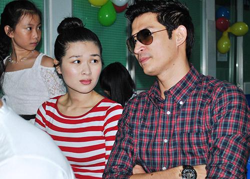Huy Khánh không rời vợ mới nửa bước - 6