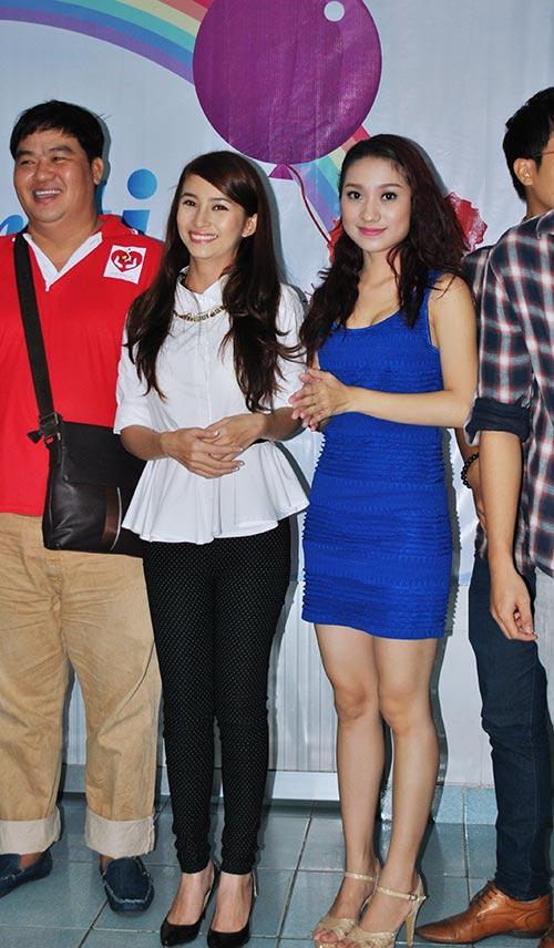 Huy Khánh không rời vợ mới nửa bước - 15