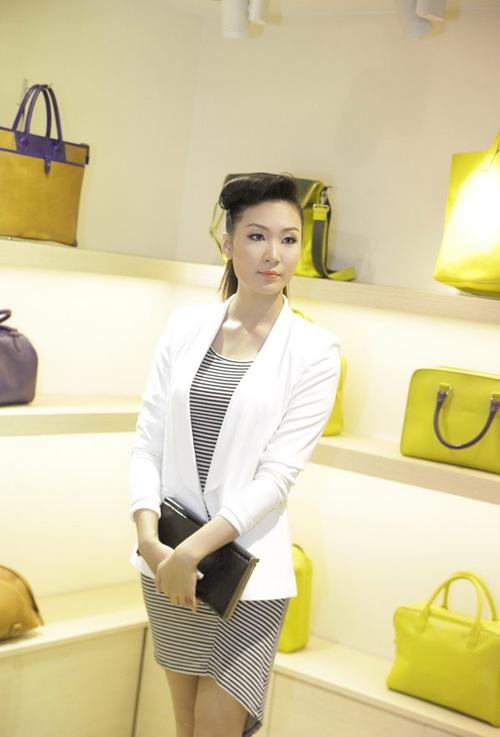 Học Á hậu Thùy Trang mix trắng-đen - 5