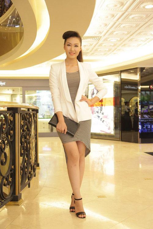 Học Á hậu Thùy Trang mix trắng-đen - 6