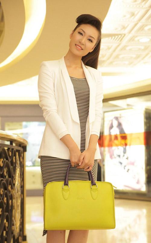 Học Á hậu Thùy Trang mix trắng-đen - 7