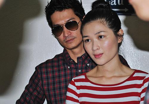 Huy Khánh không rời vợ mới nửa bước - 12