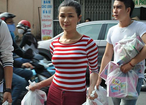 Huy Khánh không rời vợ mới nửa bước - 4