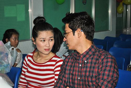 Huy Khánh không rời vợ mới nửa bước - 9