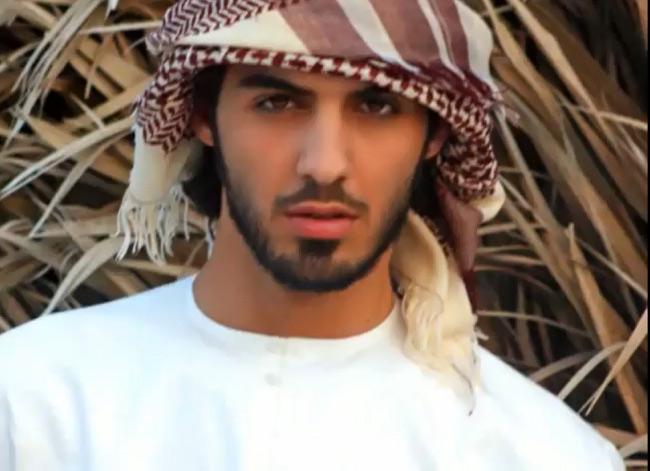 Sau khi nổi tiếng khắp thế giới với vụ việc bị trục xuất vì quá đẹp trai này, cuộc sống của chàng trai 25 tuổi Omar Borkan Al Gala đã thay đổi chóng mặt.
