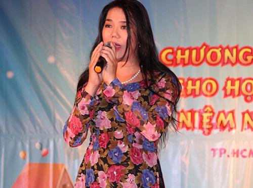 Phi Thanh Vân nõn nà đi từ thiện - 8