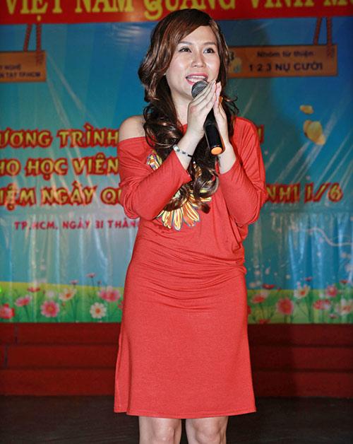 Phi Thanh Vân nõn nà đi từ thiện - 12