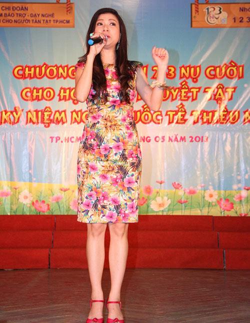 Phi Thanh Vân nõn nà đi từ thiện - 6