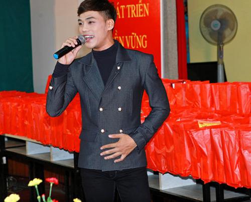 Phi Thanh Vân nõn nà đi từ thiện - 14