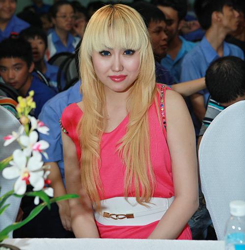 Phi Thanh Vân nõn nà đi từ thiện - 2