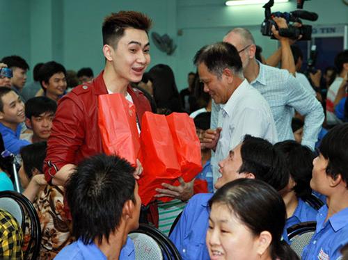 Phi Thanh Vân nõn nà đi từ thiện - 11